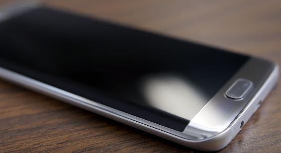 Galaxy S7 не включается