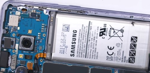 """Если Galaxy S8 отключается, то могут быть проблемы с """"железом"""""""