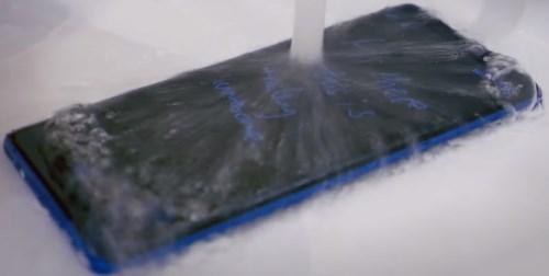 Note 8 можно мыть под водой и ему ничего не будет