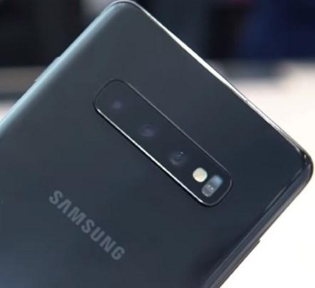 Фото Galaxy S10 в черном цвете